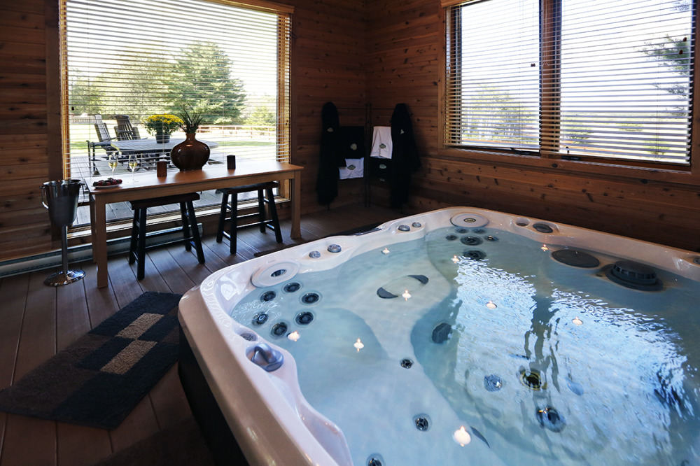 glamping with hot tub Wisconsin